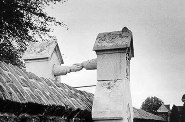 необычные-надгробные-памятники