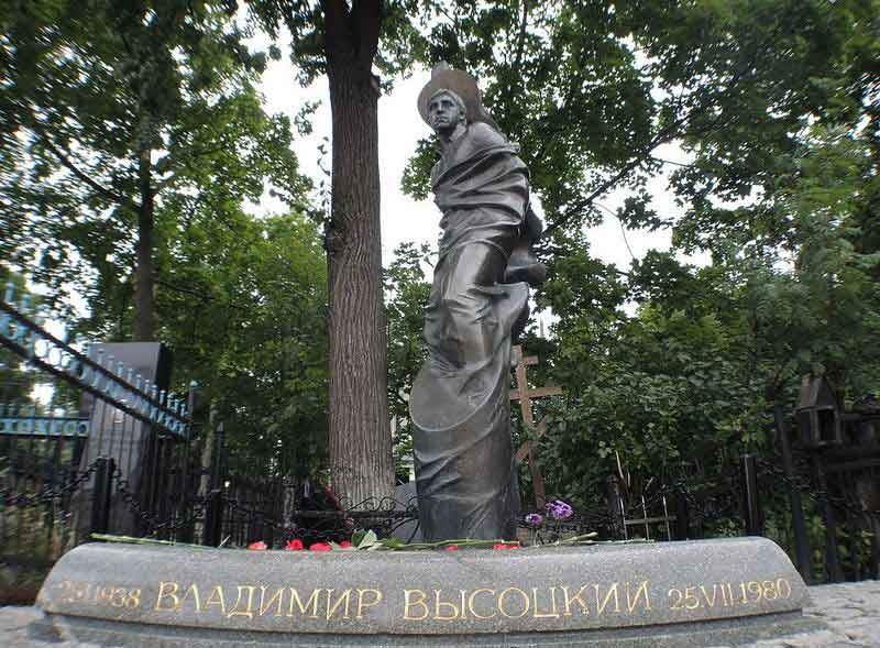 памятник-высоцкому